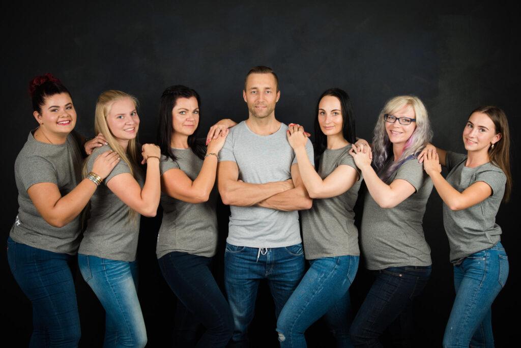 Cestants treenerid meeskond tantsuõpetajad